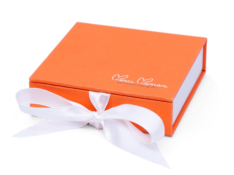 y6-square-gift-box-800x600