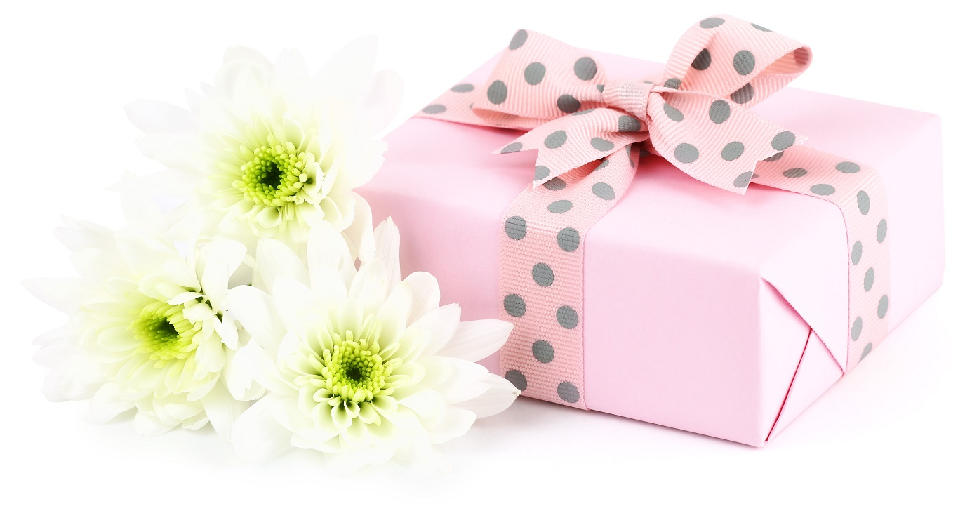 When To Choose A More Personal Gift To Give - Mom Blog Society