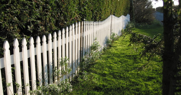 Fences to Install In The Front Yard of Your Suburban Home