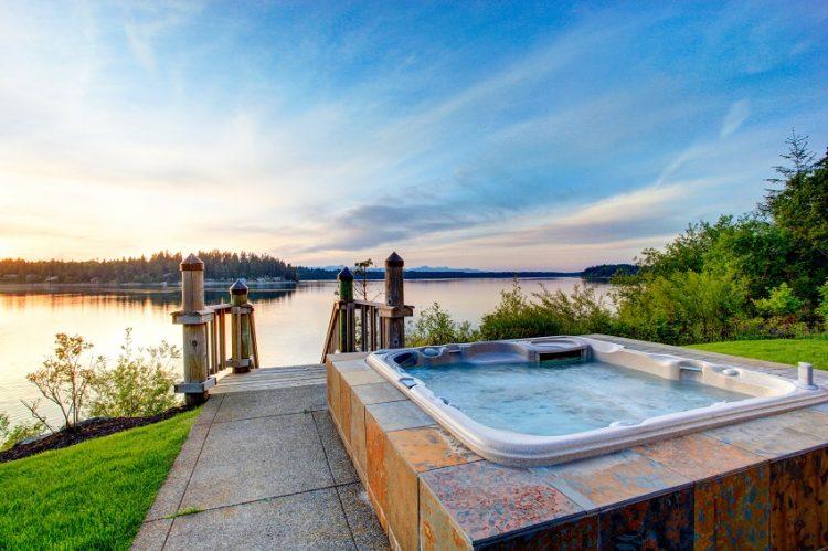 4 Hot Tub Maintenance Tips